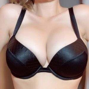 New 32DD VS push-up bra